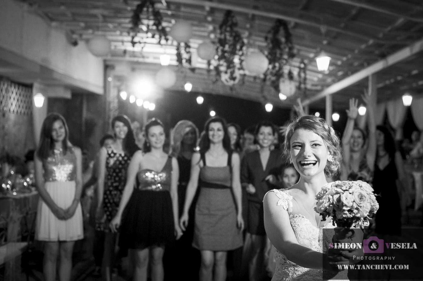 Уловени сватбени моменти в сватбен репортаж от сватбен фотограф в София, Пловдив, Пазарджик, Бургас, Варна, Стара Загора, Ямбол 317