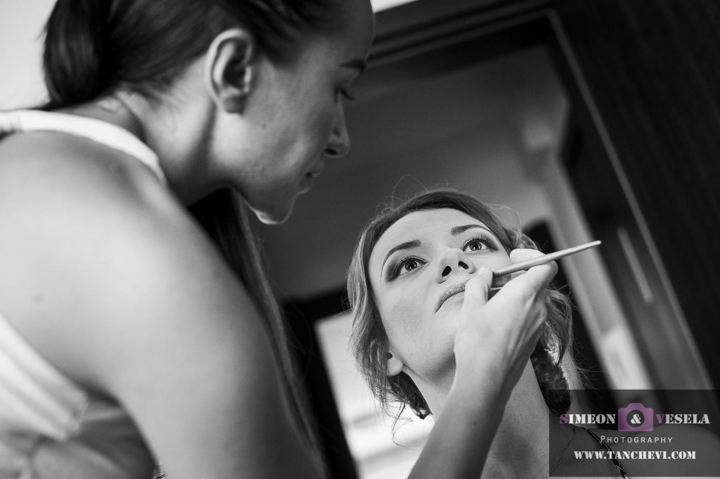 Избрани снимки от подготовката при сватбената фотография заснета от сватбен фтограф в Пловдив, София, Бургас, Варна 38