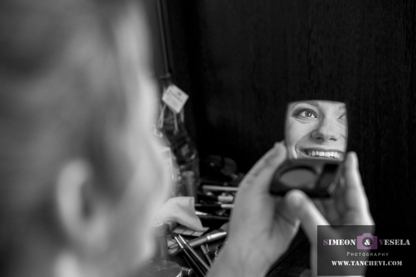 Избрани снимки от подготовката при сватбената фотография заснета от сватбен фтограф в Пловдив, София, Бургас, Варна 37