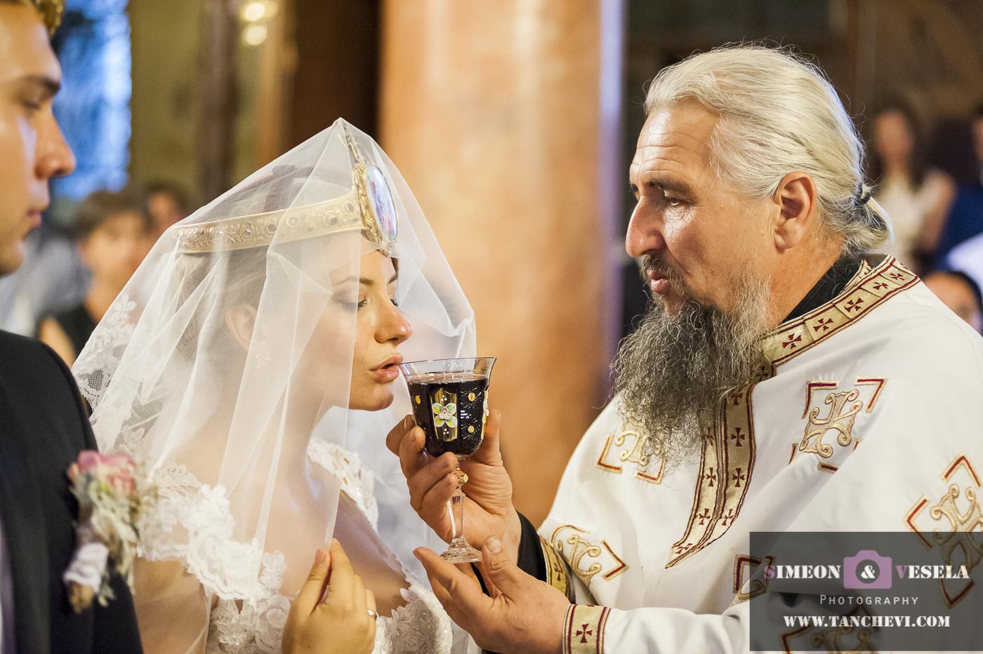 Уловени сватбени моменти в сватбен репортаж от сватбен фотограф в София, Пловдив, Пазарджик, Бургас, Варна, Стара Загора, Ямбол 320